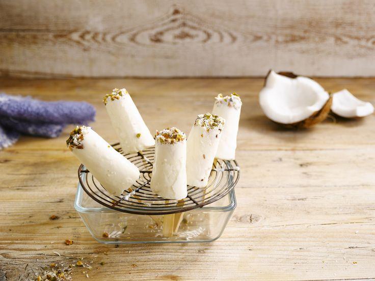 Erfrischendes Eis am Stiel mit der Alpro Soja-Joghurtalternative Natur mit Kokosnuss