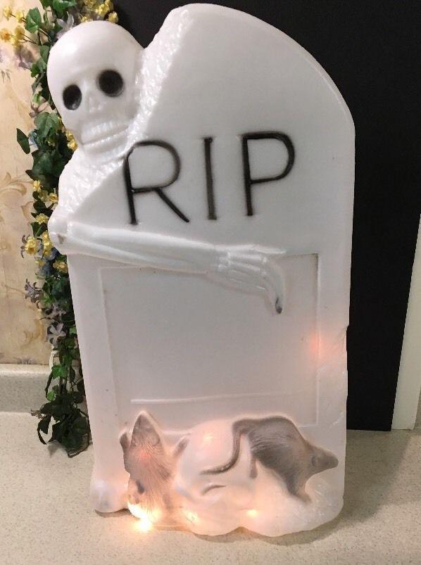 Vtg Halloween Tombstone (RIP) Blow Mold W/Skeleton & Rats Light Up Yard Decor