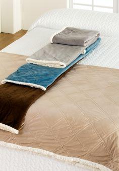 Plaid Sherpa, manta decorativa con doble textura ante y borreguito, para salones, sofás y dormitorios, de Barceló Hogar.  #barcelohogar, #barcelo, #plaid, #plaidborreguito, #plaidante, #dormitorio, #casa, #textilhogar, #camas, #ropa, #decor, #otoñoinvierno2016, #invierno, #hogares, #mantasofa
