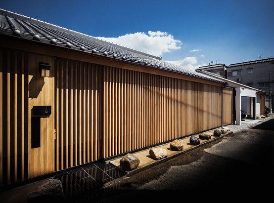 株式会社seki.design の それぞれの庭の家 縦格子のファサード