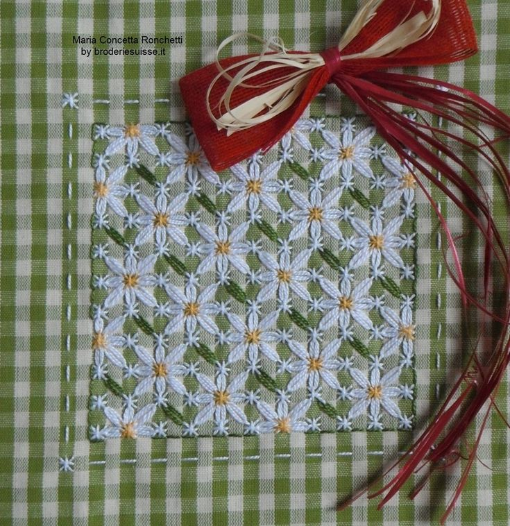 Broderie Suisse / Swiss Embroidery / Chicken Scratch - Field of Daisies!