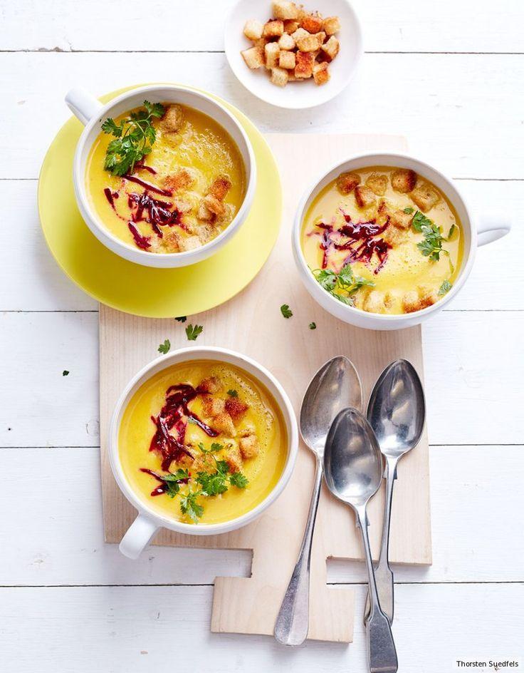 Hokkaido und Curry als Creme mit Ingwer-Croûtons und Rote Bete - bodenständig und raffiniert zugleich.