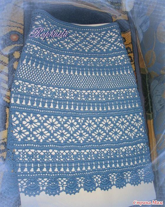 Связалась юбочка по мотивам знаменитого костюма от ДольчеГаббана. Нитки Begonia. Крючок Clover №2. Ушло 300 гр (44 размер). Длина 60 см. На модели пока примерка не производилась
