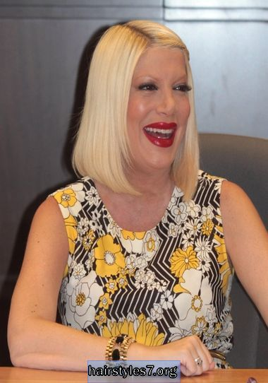 tori spelling straight hair | Tori Spelling's bob with braid detail, bob hairstyles | Women ...