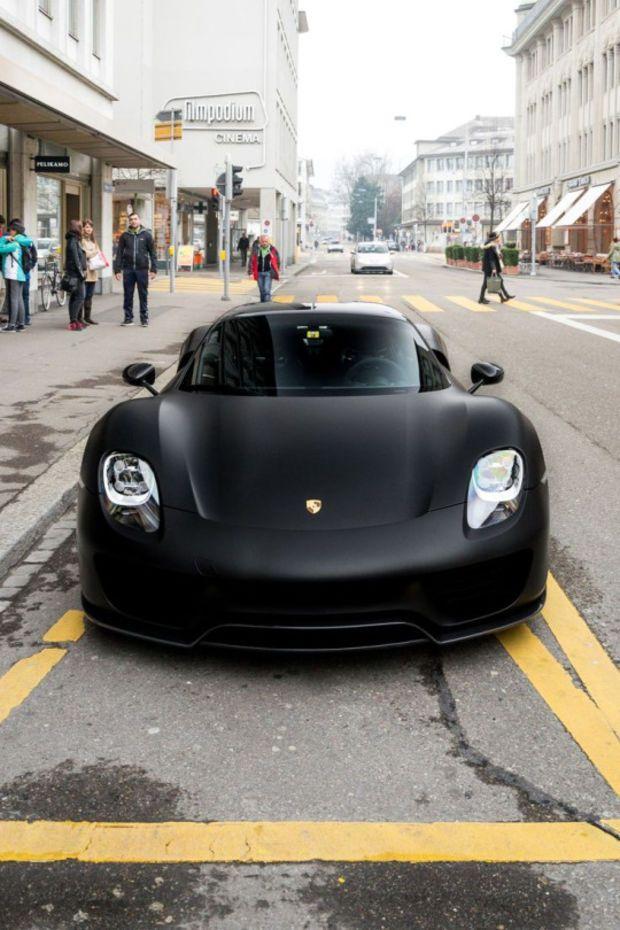 Mean looking Porsche                                                                                                                                                                                 Mais