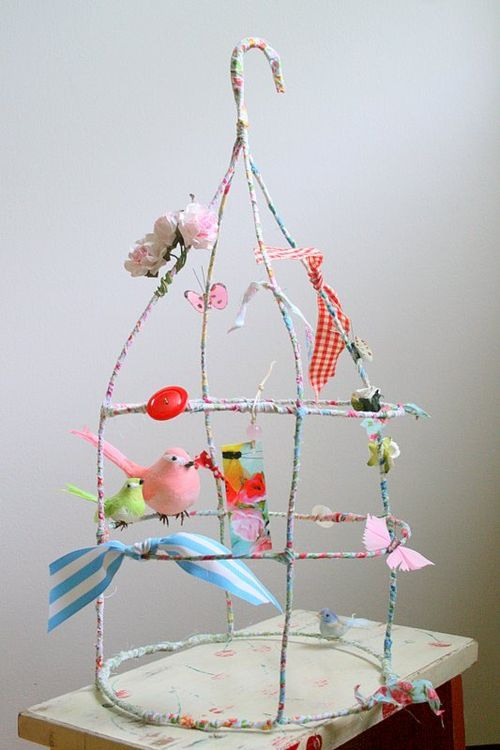 Fabric birdcage: Hangers Crafts, Birds Cages, Little Birds, Wire Hangers, Diy Gifts, Tomatoes Plants, Fabrics Birds, Wire Art, Girls Rooms