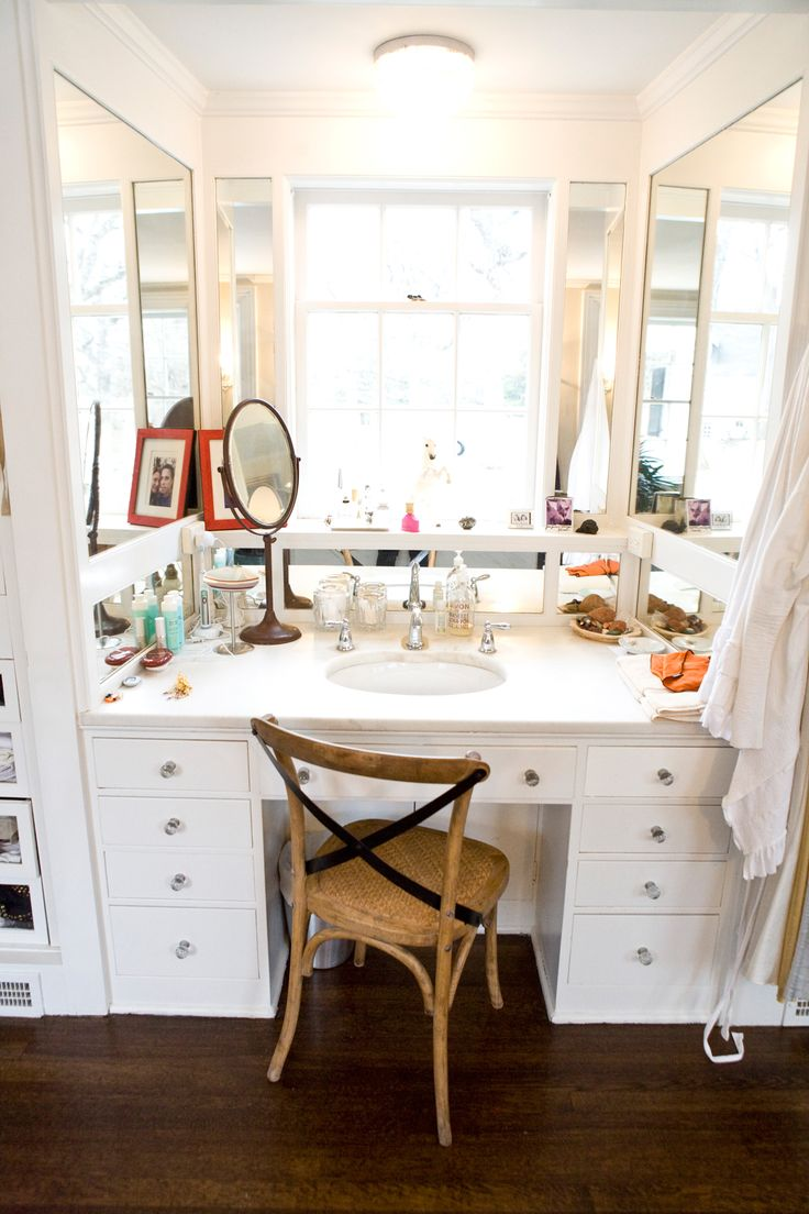 """Chicago's Biggest Sweetheart Shows Off Her Amazing Digs #refinery29  http://www.refinery29.com/katrina-markoff#slide12  When it comes to staying gorgeous in the midst of your hectic lifestyle, where do you get your hair done and what are your go-to beauty products?  """"I get my hair done by Charles Lord at Taylor Reese Salon — he's worked on numerous celebrities and takes care of the models at Ford. As for products, I love Shiseido's Tinted Moisturizer and Refining Makeup Primer, Yves Saint…"""