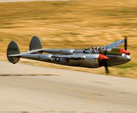 SUPER LOW PASS ! P-38 LIGHTNING