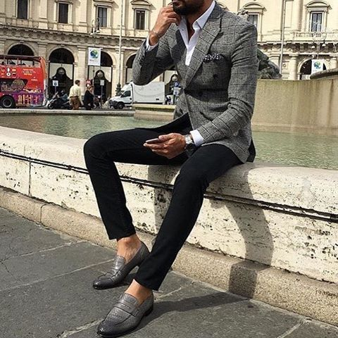 Throw on a loafers and ditch the tie this weekend and keep it dapper. Image courtesy @gentlemenslounge #menswear #menstyle #mensfashion #menfashion #dresswell #dressforsuccess #keepitdapper #suit #suits #gent #gents #gentlemen #gentleman #bespoke...