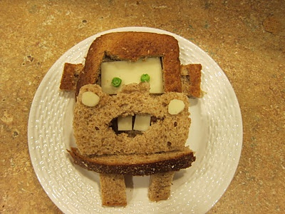 Tow Mater sandwich - Maxx would FLIP OUT over this.  Only problem is that I'd have to do it everyday.  And then he'd ask for a Lightning McQueen one, too...