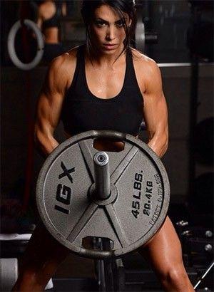 Bella Falconi ensina exercícios infalíveis para conseguir uma barriga sarada.