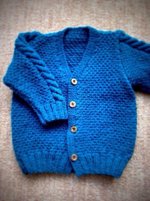 またまた放ったらかして申し訳ありませんまだまだハンドメイドできる余裕もなく、ブログもままならない産休状態が続きますがよろしくお願いします過去の作品の紹介です。去年はアラン模様にどハマりしました。いままでかぎ針編みが好きで棒針編みは苦手だったのですが、一度編んだらこれが楽しくて楽しくて。だもんでワサワサ編みました(笑)息子のカーディガンその1一昨年フード付きのニットコートをかぎ針編みで編んだのですが、大して着ないうちにサイズアウトしてしまい、もったいないのでほどいて編み直しました。こちらはブティック社から出ているこどもの手編みスタイルの作品です。息子のカーディガンその2ちょっと大人っぽいカーディガン。このボタンもずいぶん前に前開きベストに使ってたものを再利用しました。こちらは毛糸のピエロさんだったかな?アラン模様...アラン模様。
