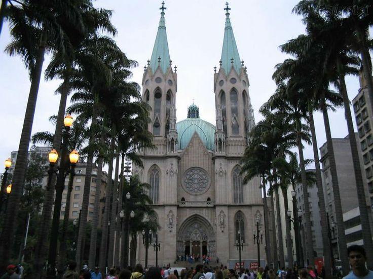 Caminhada em espanhol passa pelo centro histórico de São Paulo