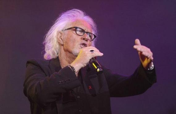 Le chanteur Eric Charden est décédé ce dimanche à l'âge de 69 ans, a annoncé son service de presse. Dans un entretien à Paris Match publié en janvier dernier, il avait annoncé être atteint de la maladie de Hodgkin (cancer du système lymphatique) depuis deux ans, et avait raconté son combat contre la maladie.