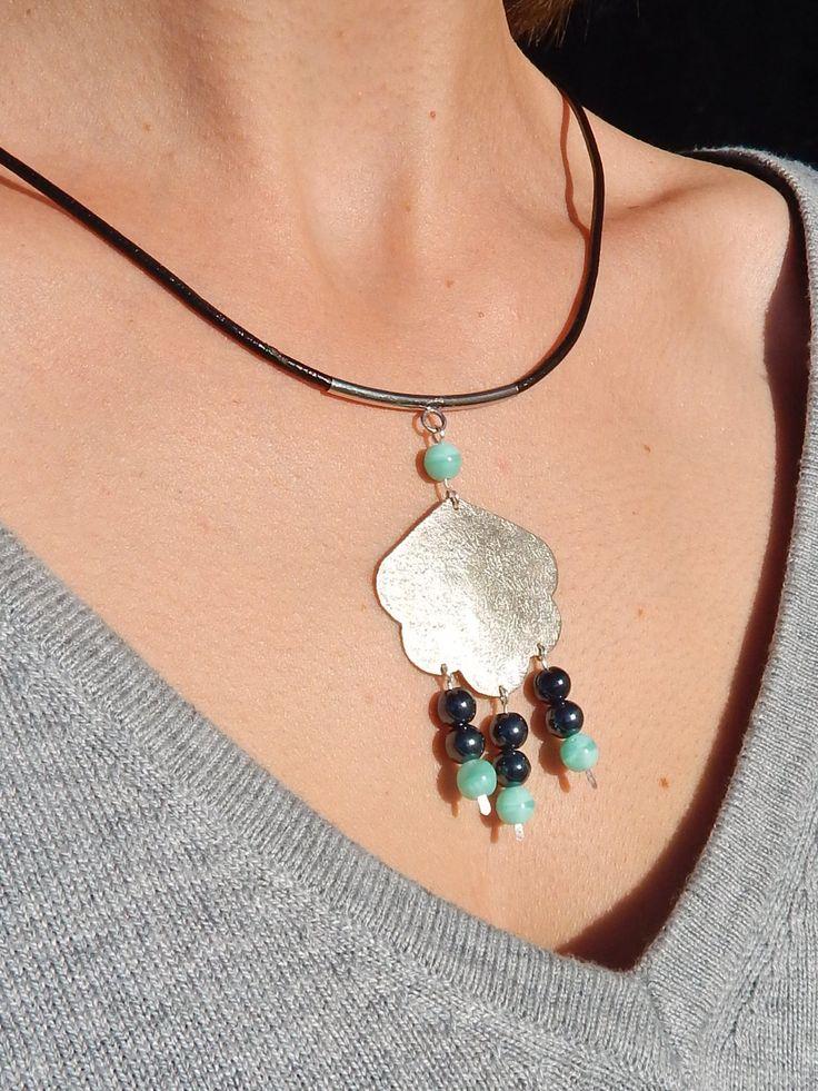 """Collier """"Nuage"""" argenté perles noir hématite et turquoise : Collier par bijou-lie"""