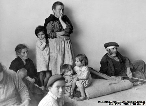 Refugees from Malaga in Almeria, 1937  : : Gerda Taro: The forgotten photojournalist killed in action