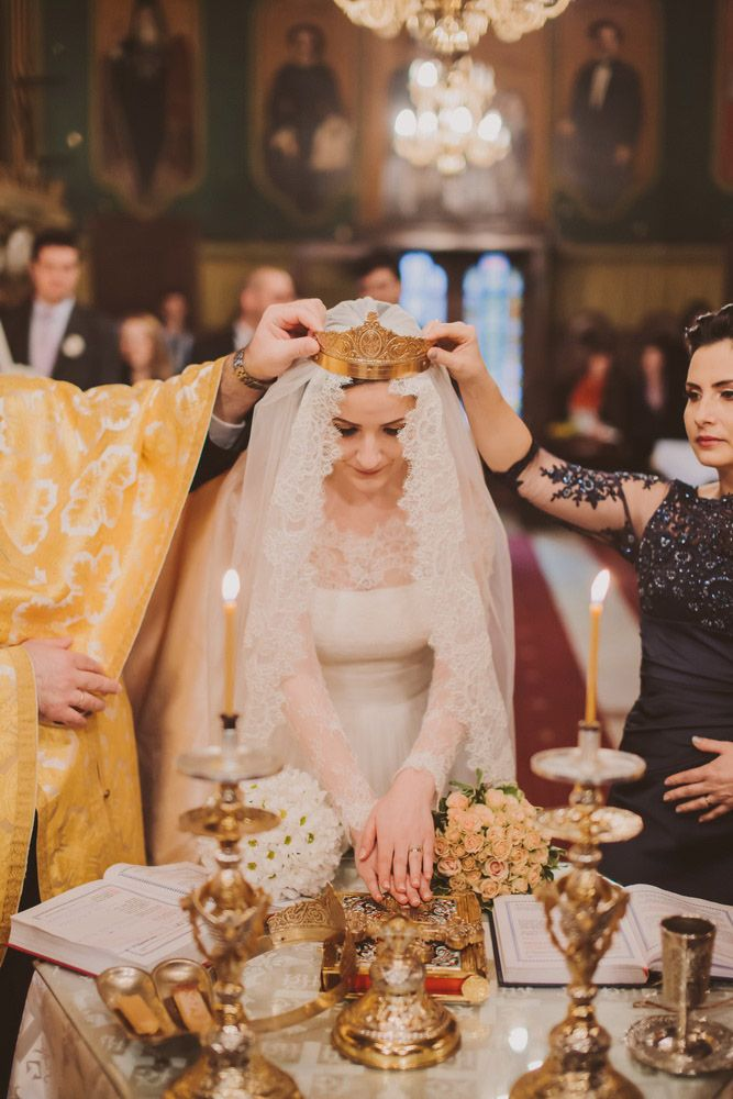 Romanian Wedding with a Wedding Cake Calamity: Anne & Ionut | I love the tradition of wedding crowns!