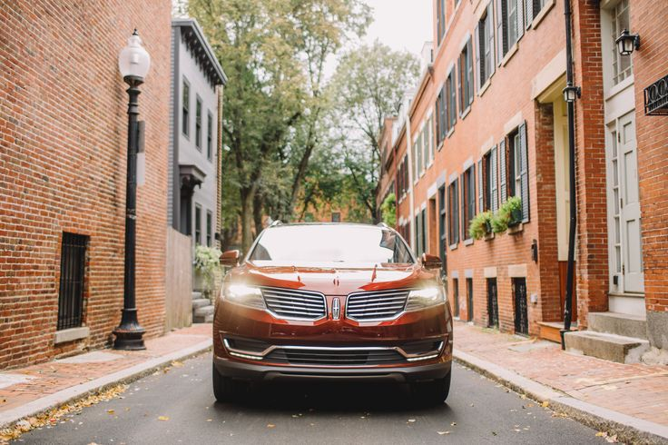 The journey ahead looks bright: The available adaptive HID headlamps of the #LincolnMKX are crafted with bulbs that last longer and use less energy than traditional halogen bulbs. Our LED technology is enhanced with adaptive forward lighting that moves in sync with the driver's steering for added visibility around curves.
