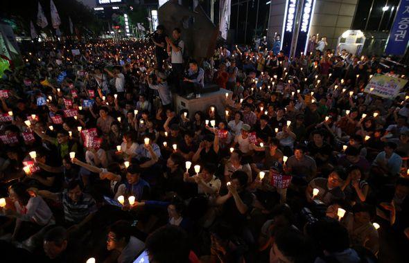 촛불은 말한다, '박근혜의 국정원' [2013.07.08 제968호]  [표지이야기] 여권 핵심 인사들 입을 통해 부메랑이 되어 돌아온 'NLL 대화록'… 강경론·뭉개기·솔직한 사과, 어떤 선택을 하든 박근혜 대통령은 국정원 대선 개입과 NLL 대화록 유출 정국의 '핵심'이자 '몸통'