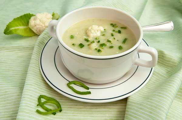 Dit is een heerlijke, gezond recept voor een makkelijk te bereiden bloemkoolsoep. Voor een gezonde lunch of bij de avondmaaltijd.