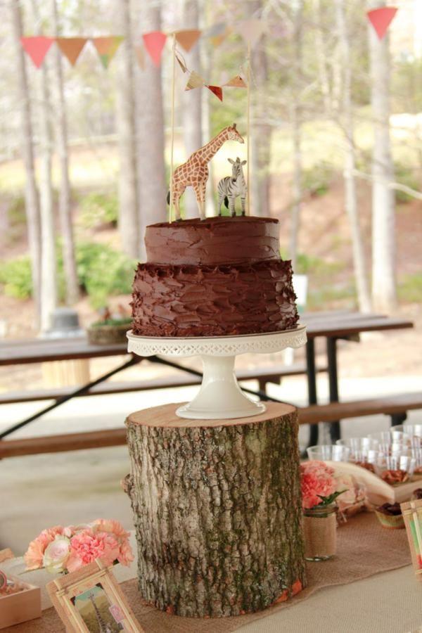 Mesa do bolo da festa do safari rústica