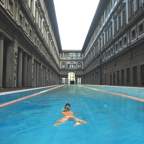 Uffizzi Museum, Florence. Now that's a pool!