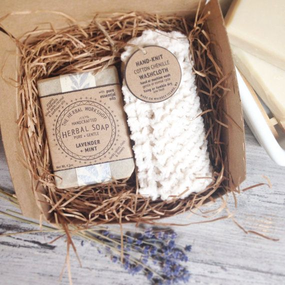 ☆-☆-☆---- Give the gift of self-care and relaxation! ----☆-☆-☆   This bath gift set includes one large bar of The Herbal Workshops handcrafted organic cold-process soap in the variety of your choosing and one hand-knit 100% cotton chenille washcloth in the color of your choice.   It comes packaged in a sweet gift box (as shown, box measures 5x5x3), which is then wrapped up and tied with twine. If youd like a gift note included, indicate that as well and what youd like it to say.   The…