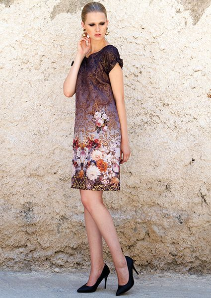 To magnetize the eyes on you, select this brocade dress with stunning flowers in A-line and bows in the sleeves.