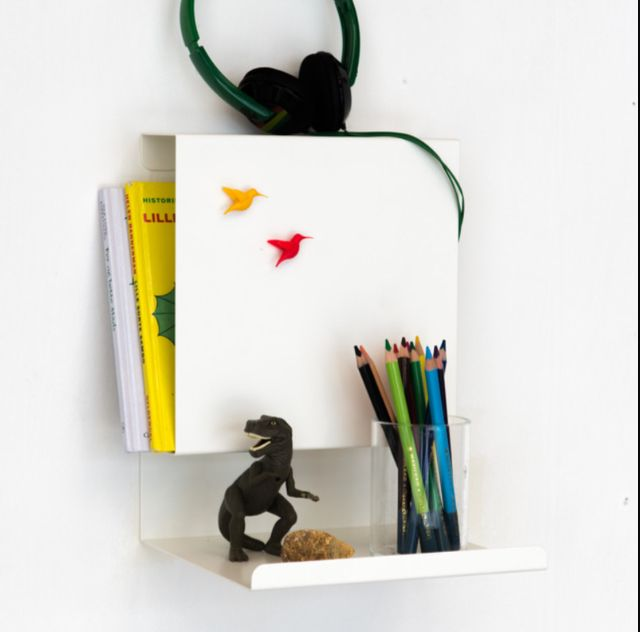 Ledge:able shelf in the kidsroom
