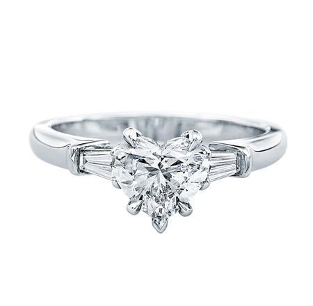 ハート形にカットされたセンターストーンが可愛らしい指元に *エンゲージリング 婚約指輪・ハリーウィンストン一覧*