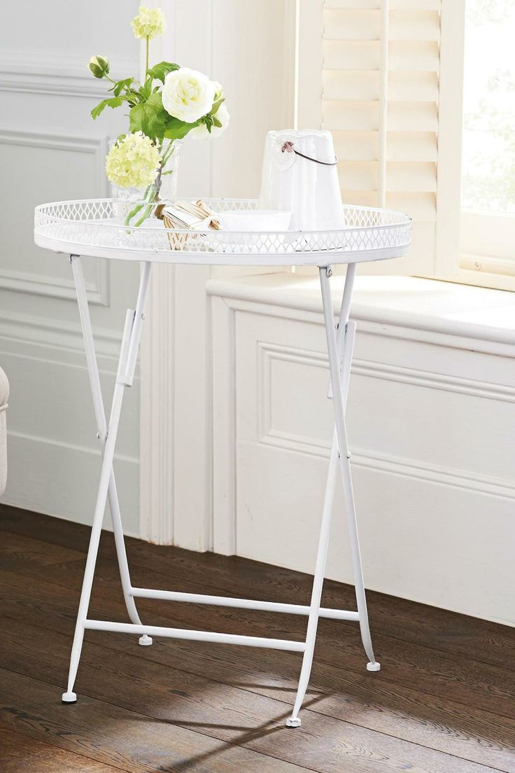 Lilly folding table