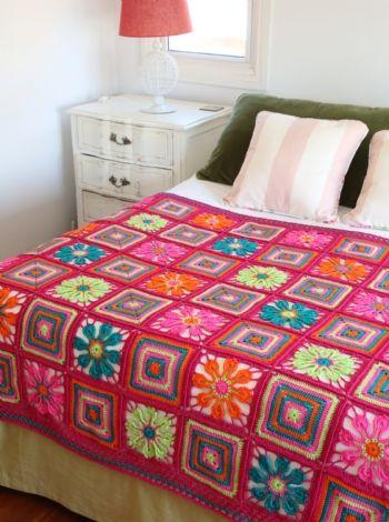 Manta motivos cuadrados - crochet Busca el patron con las instrucciones en www.eviadigital.com y a tejer!!
