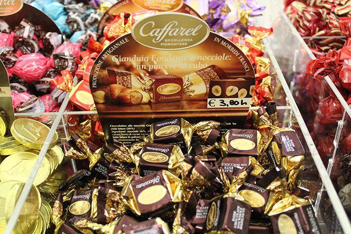 Cioccolatini GIANDUIA FONDENTE E NOCCIOLE Caffarel - http://www.caffeciok.it/wp001_caffeciok_ecommerce/shop/cioccolata/cioccolatini-gianduia-fondente-e-nocciole-caffarel/