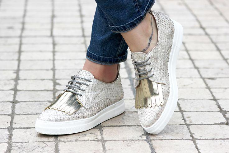 Chaussures argentées à franges                                                                                                                                                                                 Plus
