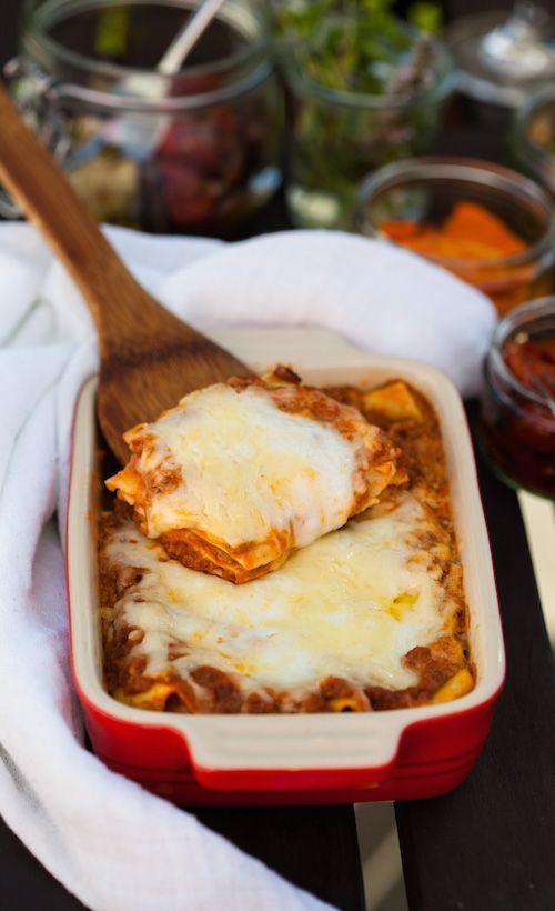 Lasagne, die bei jedem Wetter, zu jeder Stimmung und jedem Gast schmecken wird. Liegt es vielleicht an der geheimen Zutat?   Das perfekte Lasagne Rezept