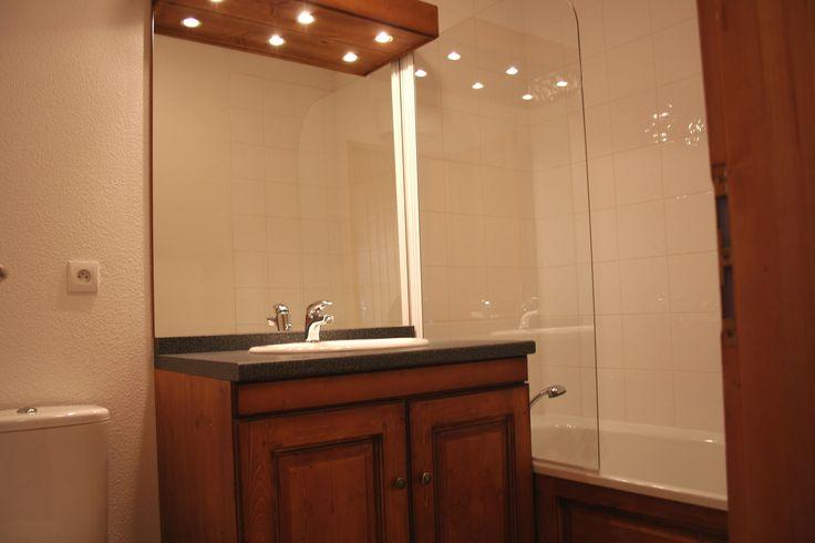 Exemple de salle de bain dans les chalets des Ecourts à St Jean d'Arves - Résidence Goelia.