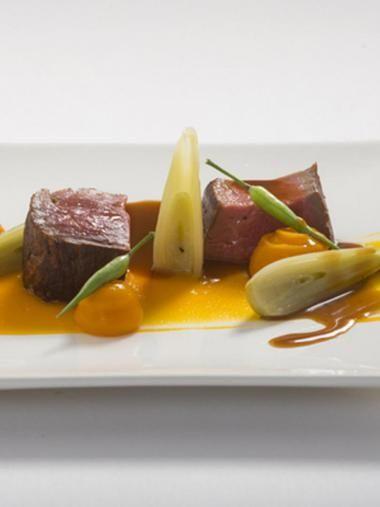 Rundsfilet met truffelsaus en zalf van pompoen recept