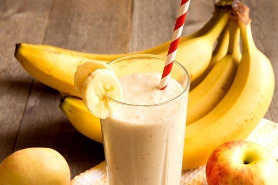 Cocktail de fructe cu nuci şi cereale     Ingrediente:  150 g mere  100 g banane  150 g pere  30 g nuci  1 lingură nucă de cocos  1 linguriţă seminţe de susan  1 linguriţă seminţe de in  20 g fulgi de ovăz  20 g stafide  350 ml apă    Mod de preparare:   Puneţi de seara la înmuiat în apă fulgii de ovăz şi stafidele. A doua zi dimineaţa curăţaţi fructele (de cotor) şi banana de coajă apoi le tăiaţi bucăţi. Se pun toate ingredientele în blender şi se mixează.   Poftă bună! rețete mâncăruri