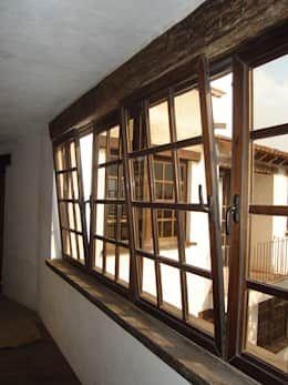 Ventanas Oscilobatientes en Madera: Ventanas de estilo  por Multivi https://www.homify.com.mx/libros_de_ideas/2324404/32-disenos-de-ventanas-que-haran-que-tu-casa-se-vea-fantastica
