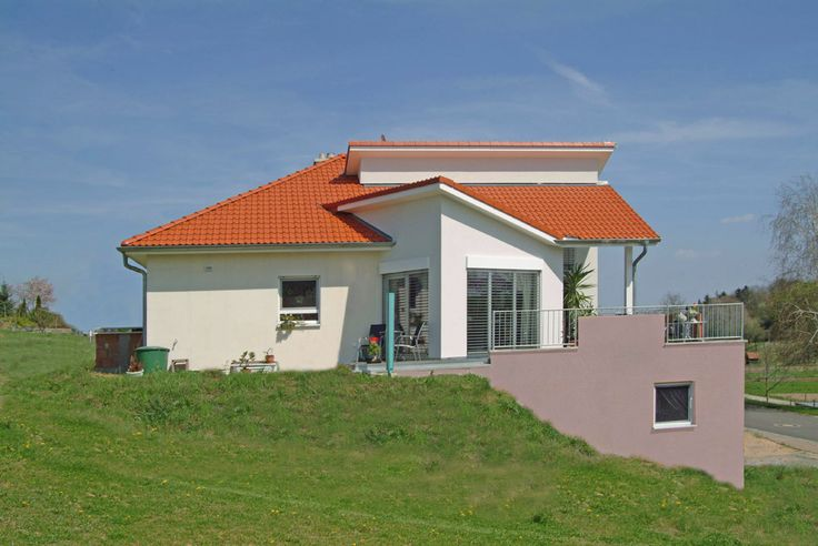 Design Bungalow Kreative Dachlandschaft Großzügige hohe Räume Seitenansicht