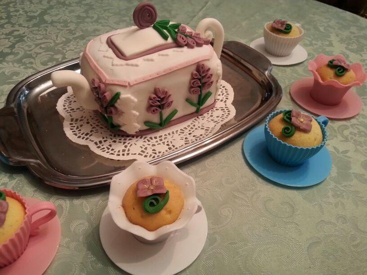Torta teiera e Cupcakes tazzine