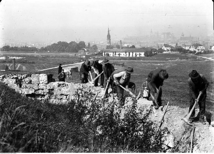 Rozbiórka murów
