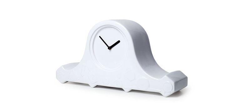 Minimalist mantel clock.