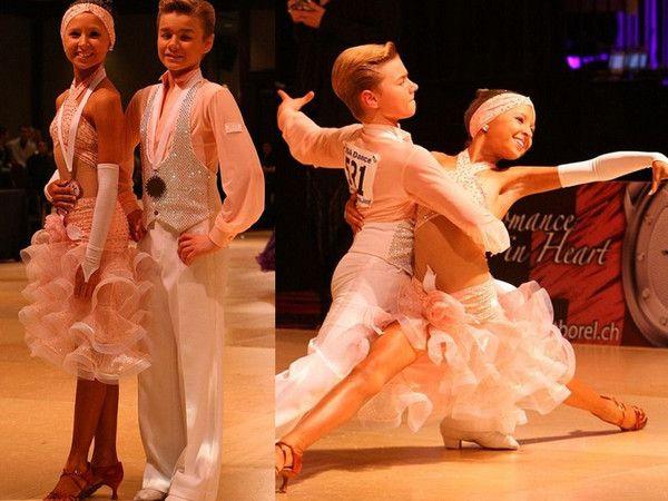 Танцы Бенин магазин расходных материалов, прямые продажи сделанный на заказ белый детские латинский танец игра пушистые платье ковбойские танцы.