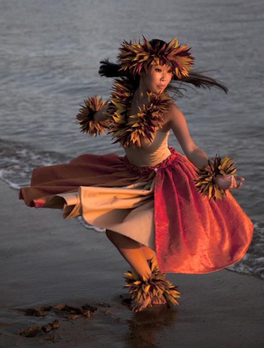 La parade tahitienne est idéale pour une animation de rue très festive ! http://www.artsdelarue.com/categories-mere/musiques-et-danses-de-rue/parades/parade-tahitienne