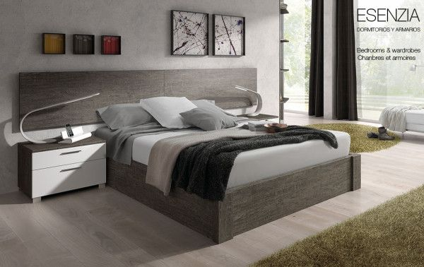 Dormitorio de matrimonio con un conjunto de cama, mesillas de noche y cabecero, con un ancho total de 285 cm. y con una profundidad de 201 cm, acompañado por un amplio armario de rincón.