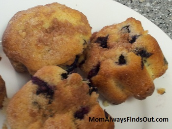 {Recipe} Homemade Bakery Style Blueberry Muffins with Crumb Topping  http://momalwaysfindsout.com/2012/07/blueberry-muffins/: Style Blueberry, Blueberry Muffins, Blueberries Muffins, Homemade Bakery