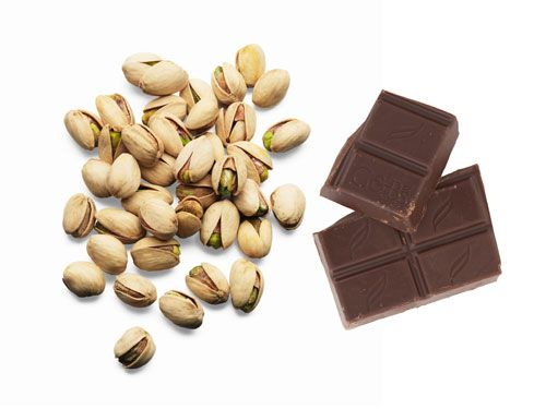"""<div>30 unsalted pistachios</div><div>1 dark <a href=""""http://www.cosmopolitan.com/cosmo-latina/chocolate-valentines-day-recipes?click=main_sr"""" target=""""_blank"""">chocolate square</a></div><div></div><div>This is a great snack if you're on the go—it doesn't perish, and there's no assembly required.</div><div></div><div>150 calories</div> -Cosmopolitan.com"""