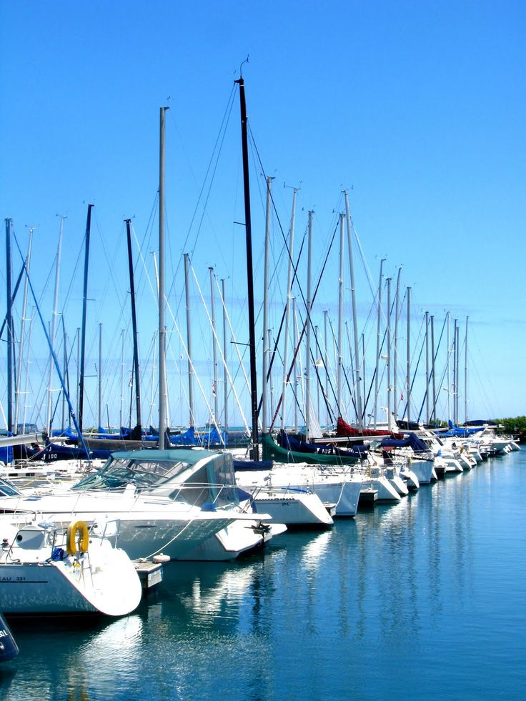 boat harbors | Top 2 pics) Boats in the harbor just south of Navy Pier