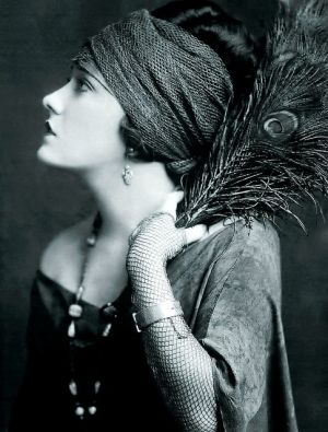 Gloria Swanson, 1922 by janie: Peacock Feathers, Photos, 1920 S, Gloriaswanson, Vintage, Beautiful, Art, 1920S, Gloria Swanson